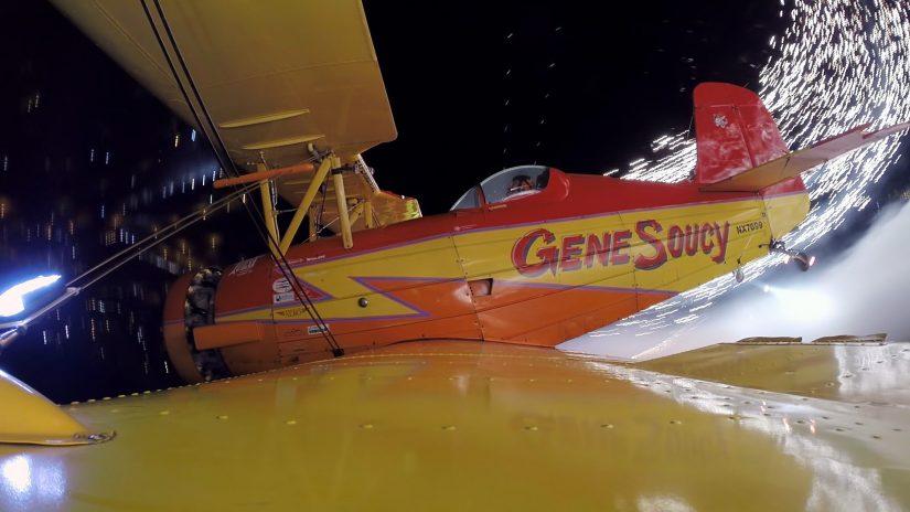Feuerwerk-Flug mit Gene Soucy