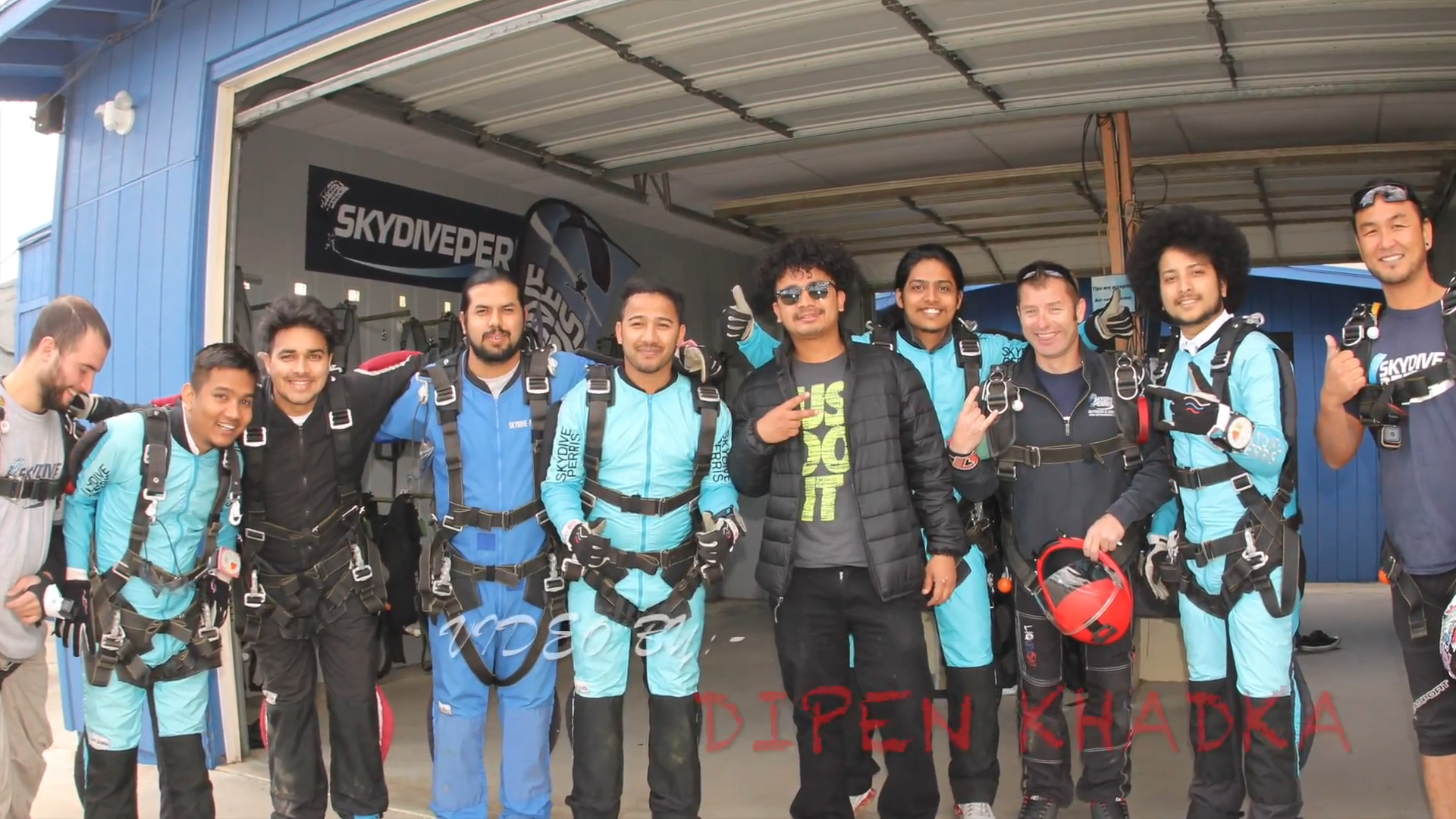 6 Freunde Skydiving Erfahrung in Los Angeles, USA | skyxtreme TV