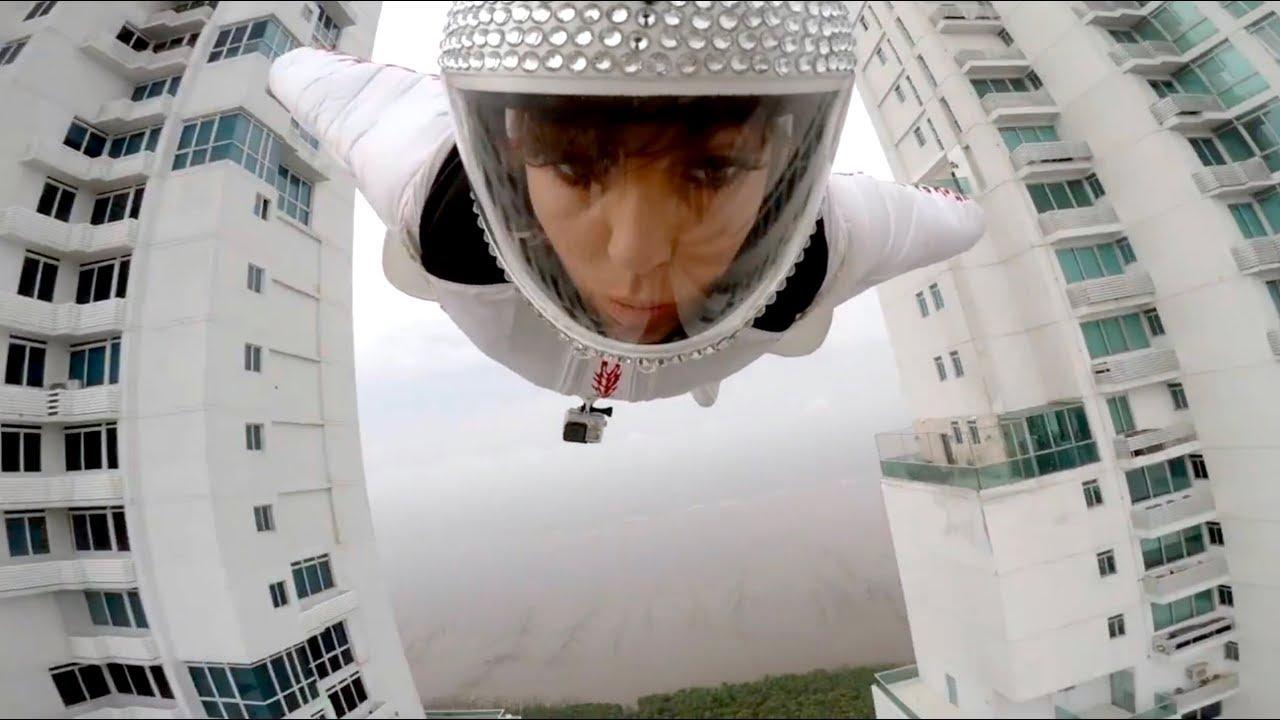 Incredibile compilation di folli acrobazie con la tuta alare