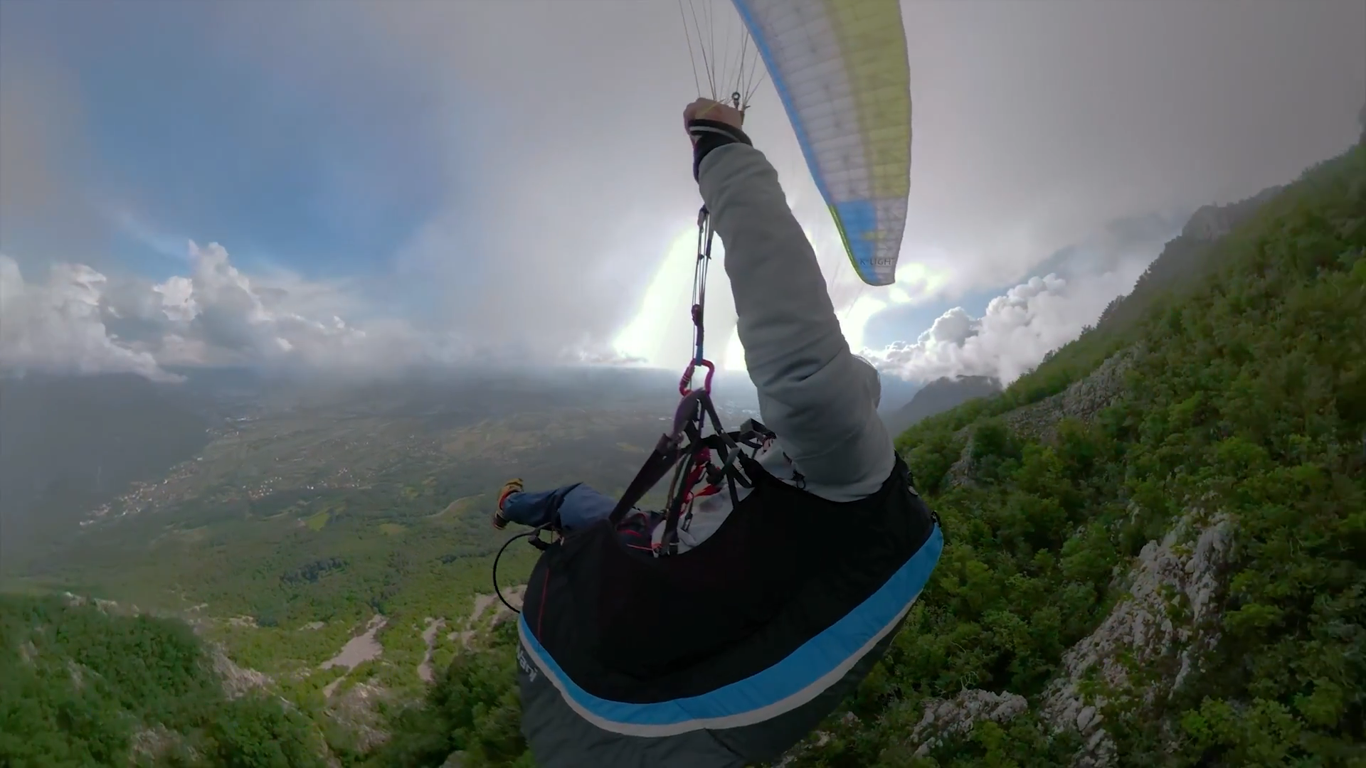 Screenshotter GoProFusionfirsttryparagliding 0'56""