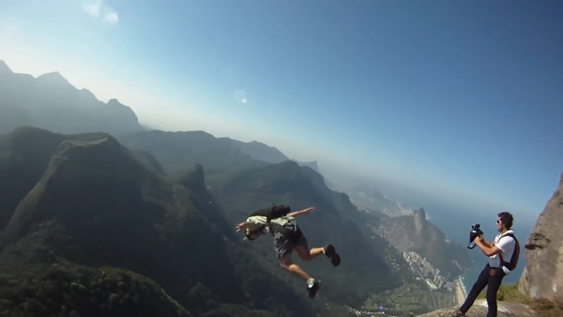 Screenshotter PEOPLEAREAWESOME2018BESTOFFASTWingsuitMUSTWATCH 3'37""