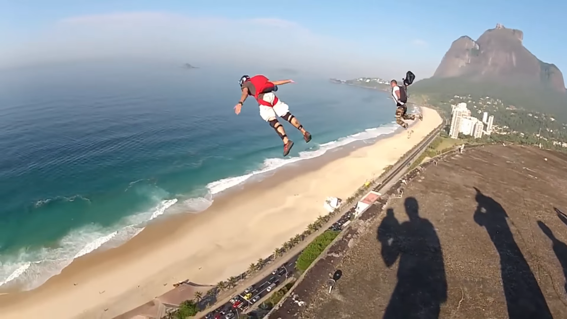 Screenshotter PEOPLEAREAWESOME2018BESTOFFASTWingsuitMUSTWATCH 3'42""