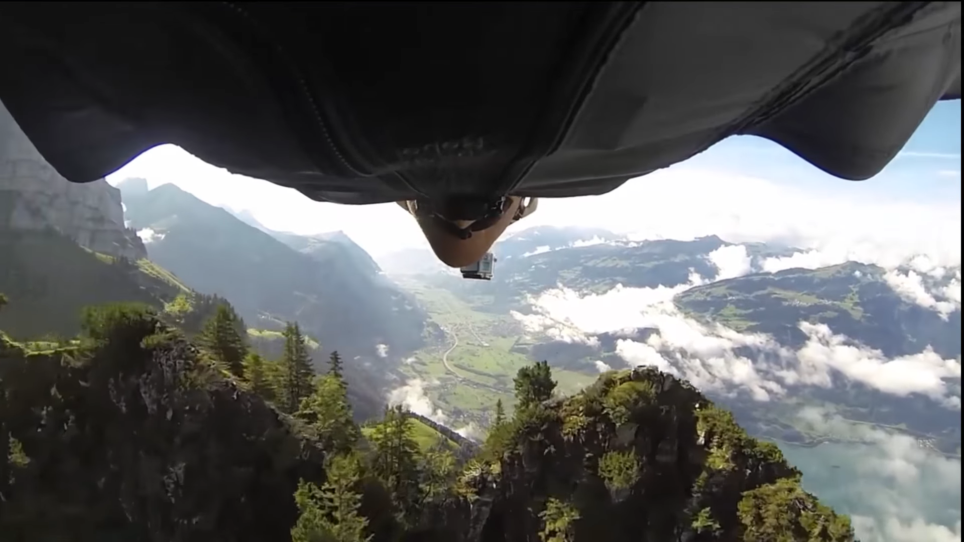 Screenshotter PEOPLEAREAWESOME2018BESTOFFASTWingsuitMUSTWATCH 8'34""