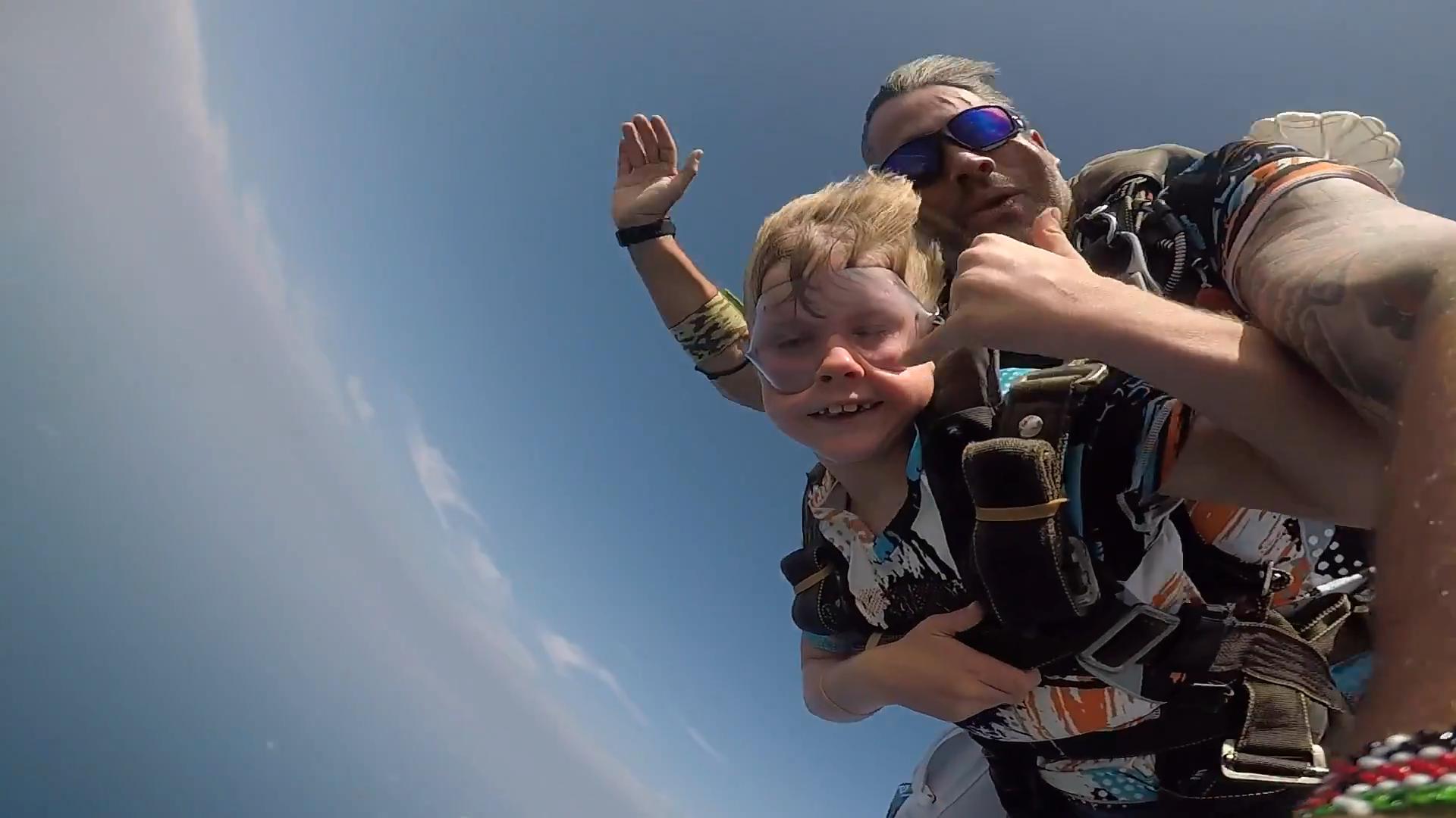 7 years old boy Skydiving in Tandem!!!