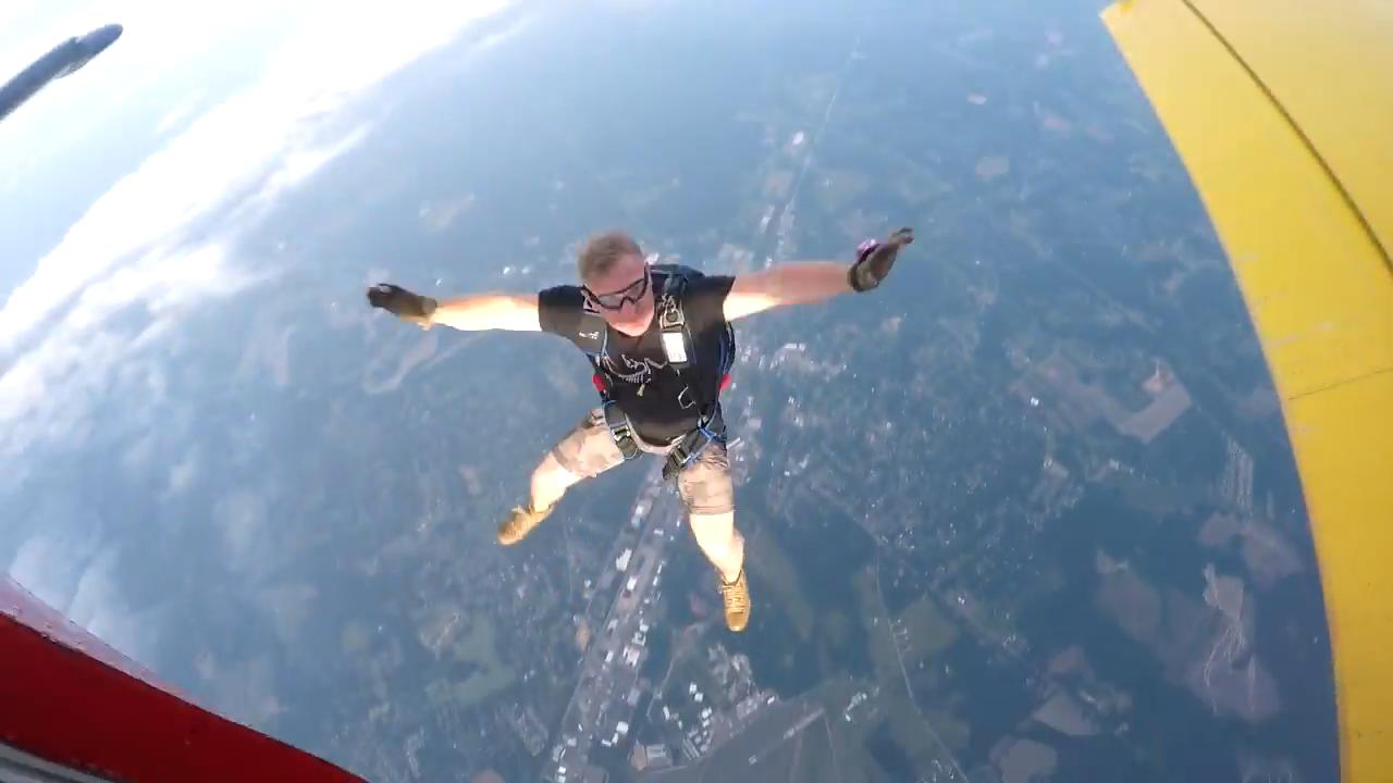 "Screenshotter SkydiveTennesseeSueWhite 4'07"""