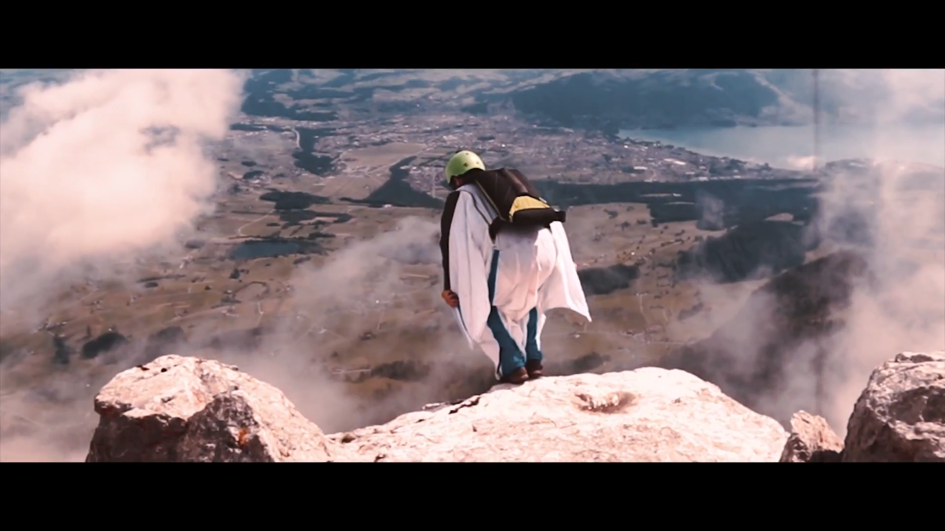Screenshotter WINGSUITBASEJUMPING 10'22""