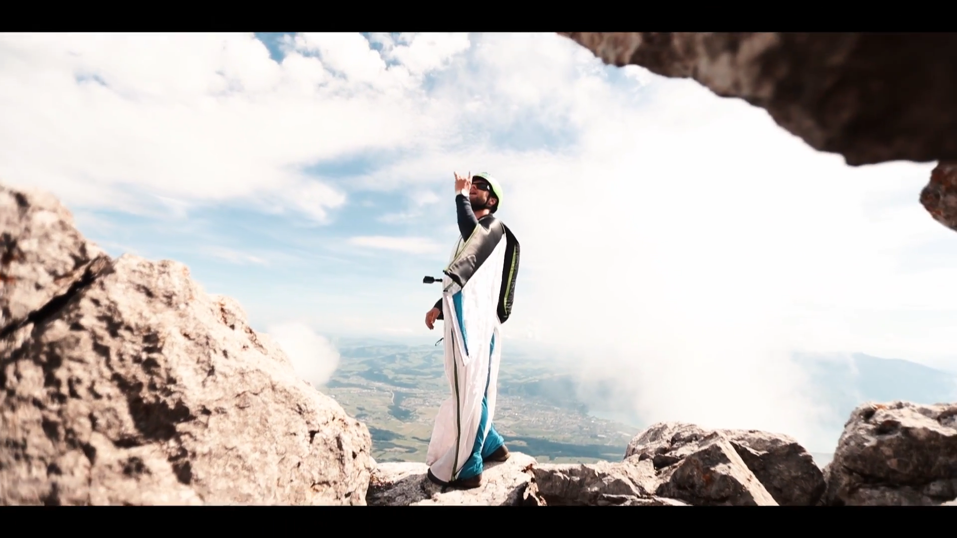 Screenshotter WINGSUITBASEJUMPING 9'00""