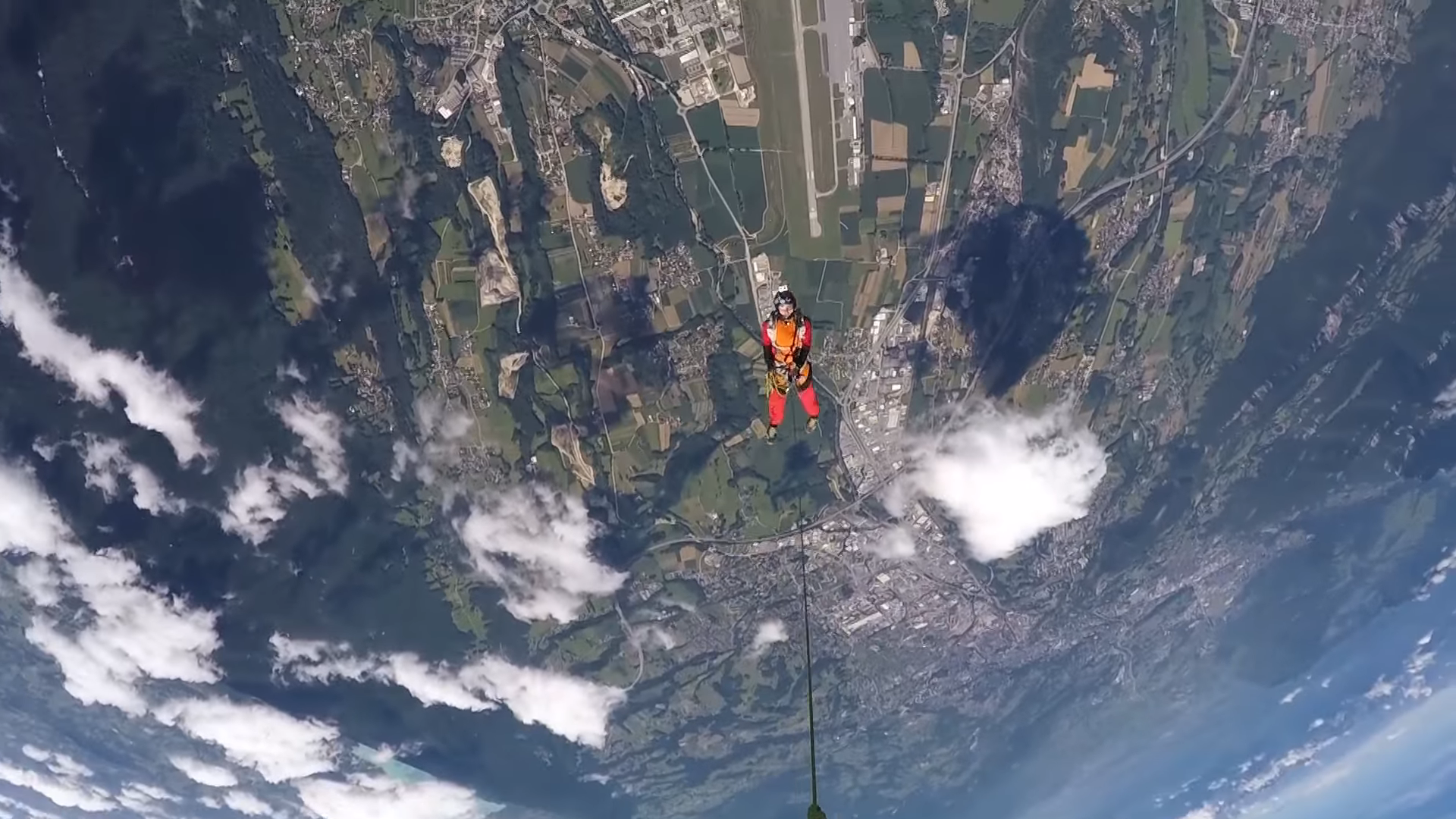 Screenshotter WingsuitRopeSwingworldPremiere 0'49""