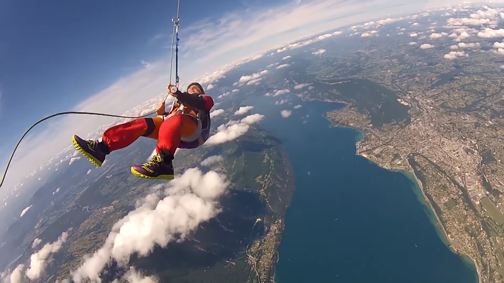 "Screenshotter WingsuitRopeSwingworldPremiere 1'15"" 1"