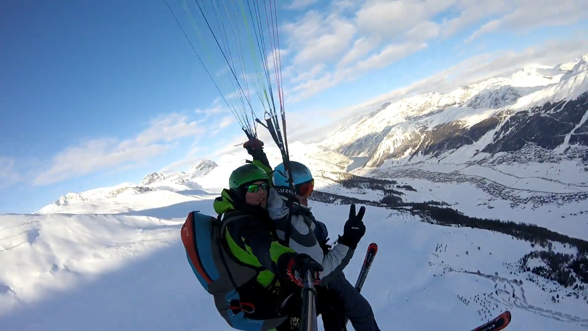 Paragliding Tandem on a snowy day